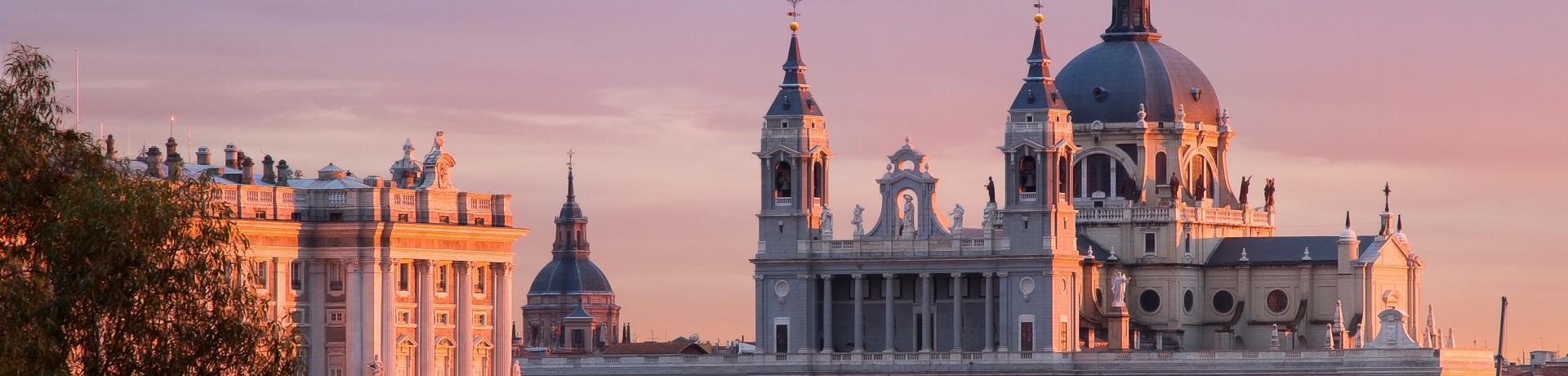 949+Spanien+Madrid+Almudena-Kathedrale_bei_Nacht+TS_137471752.jpg