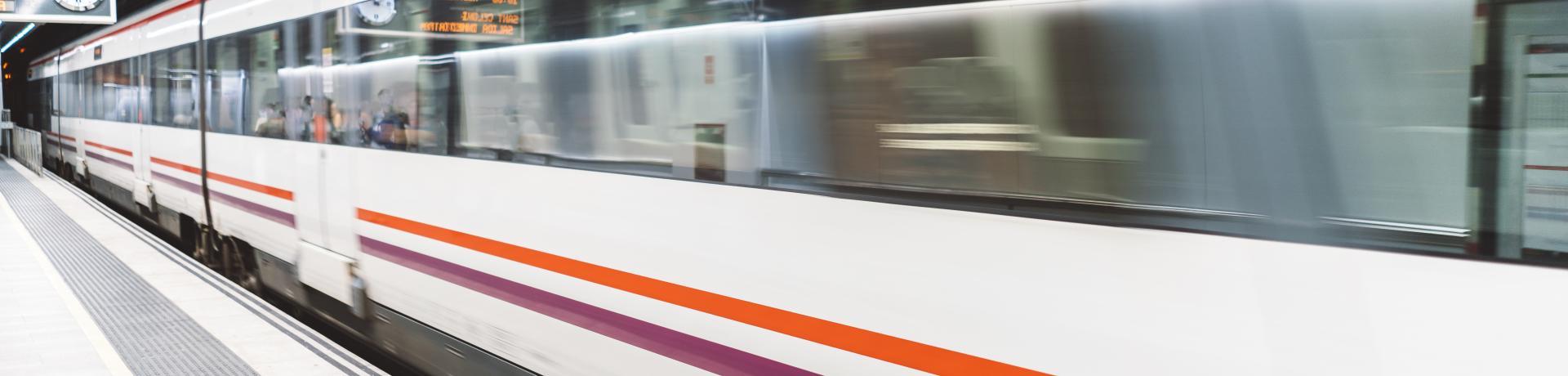 Zug+Bahnsteig+Metro+GI-831170514.jpg