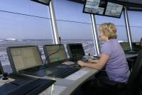 Die Vorfeldmitarbeiter nehmen die Arbeit mit Beginn der heutigen Nachtschicht wieder auf. Quelle: Fraport AG.