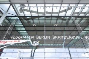 Flughafen Berlin Brandenburg Schriftzug