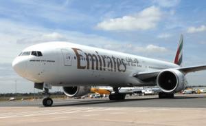Emirates Flugzeug am Boden