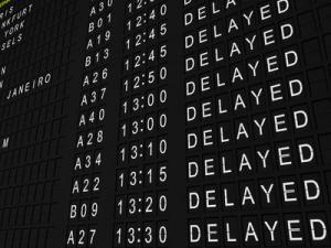 Anzeigetafel mit verspäteten Flügen