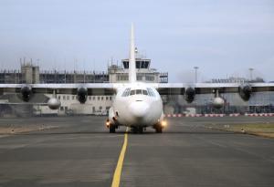 Flugzeug am Flughafen Saarbrücken