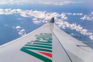 Flügel einer Alitalia-Maschine