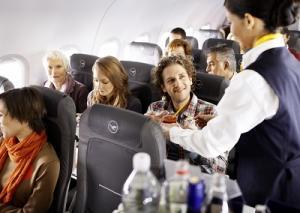 Catering in der Economy Class der Lufthansa