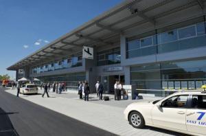 Flughafen Friechrichshafen Terminal Eingang