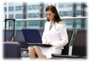 Frau Laptop Flughafen
