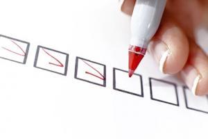 Checkliste mit roten Haken