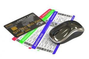Kreditkartengebühren bei Flugbuchungen: Zwei Flugtickets, eine Maus und eine Kreditkarte