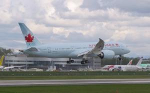 Air Canada Boeing 787 Dreamliner bei der Landung