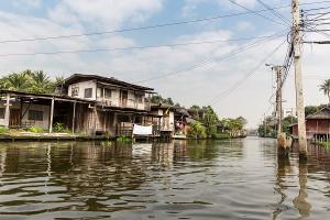 Überschwemmung in asiatischem Dorf