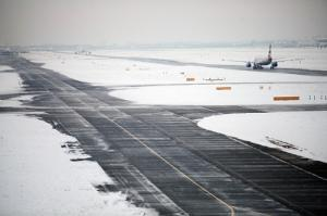 Rollfeld Heathrow Schnee British Airways
