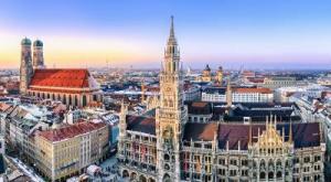 Blick auf den Münchner Marienplatz: Wird die Stadtsparkasse München bald Strafzinsen von Privatkunden verlangen