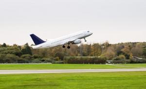 Flugzeug auf Startbahn