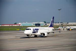 LOT Embraer E170