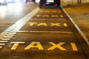 Taxi Flughafen Nacht