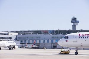 flughafen-duesseldorf-vorfeld-eurowings-turkish-airlines