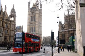 Großbritannien: London Bus, Houses of Parliament © Volkmann