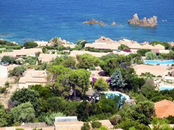 Häuser, Pool, Küste - Isola Rossa