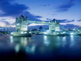 Tower Bridge bei Nacht
