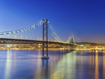 787+Portugal+Lissabon+Ponte_25_de_Abril+TS_160360639