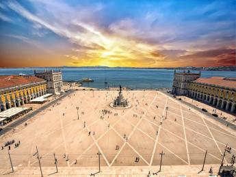 787+Portugal+Lissabon+Praça_do_Comércio+GI-860985730