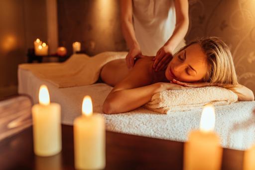 Frau+Wellness+Massage