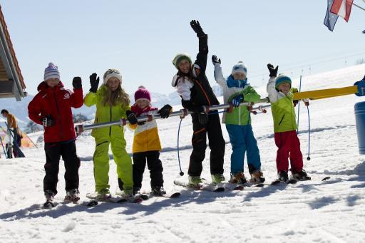 Kinder Skischule im Skigebiet Schwärzenlifte