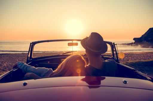 Auto+Cabrio+Paar+mensch+Sonnenuntergang