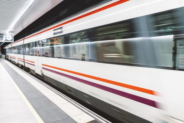 Zug+Bahnsteig+Metro