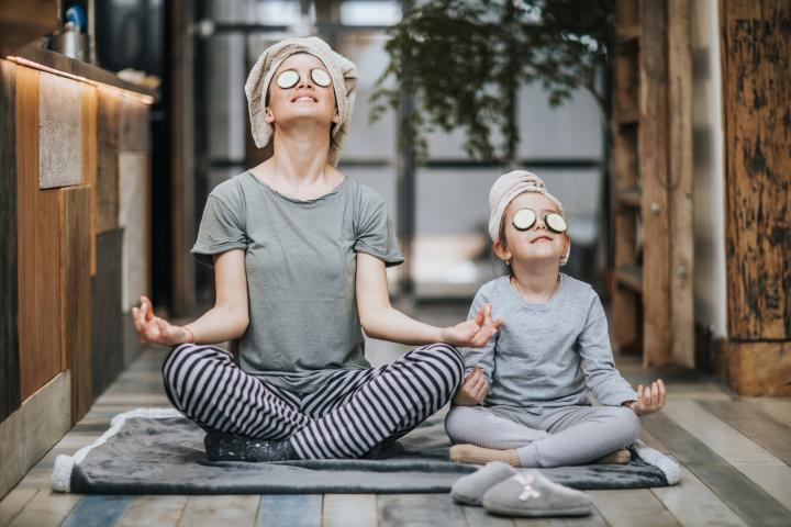 Ayurveda+Wellness+Yoga+Familie+Mutter+Kind+Gesichtsmaske